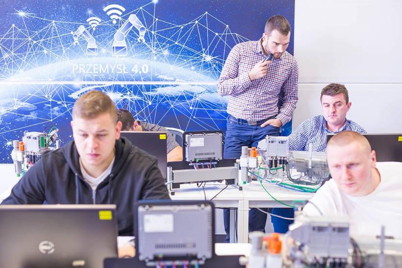 Szkolenie EMT-Systems, systemy sterowania i wizualizacji, Przemysł 4.0