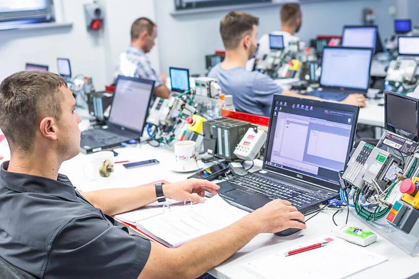 Stanowisko szkoleniowe EMT-Systems, systemy sterowania i wizualizacji