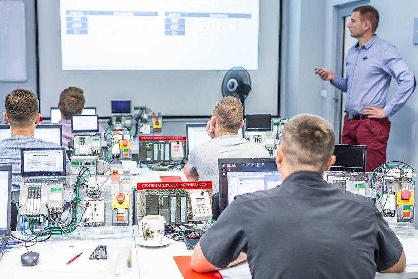 PLC1 i PLC2 – czego oczekiwać od szkoleń z programowania sterowników logicznych?