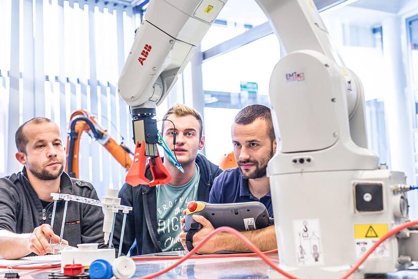 Szkolenie z robotów przemysłowych