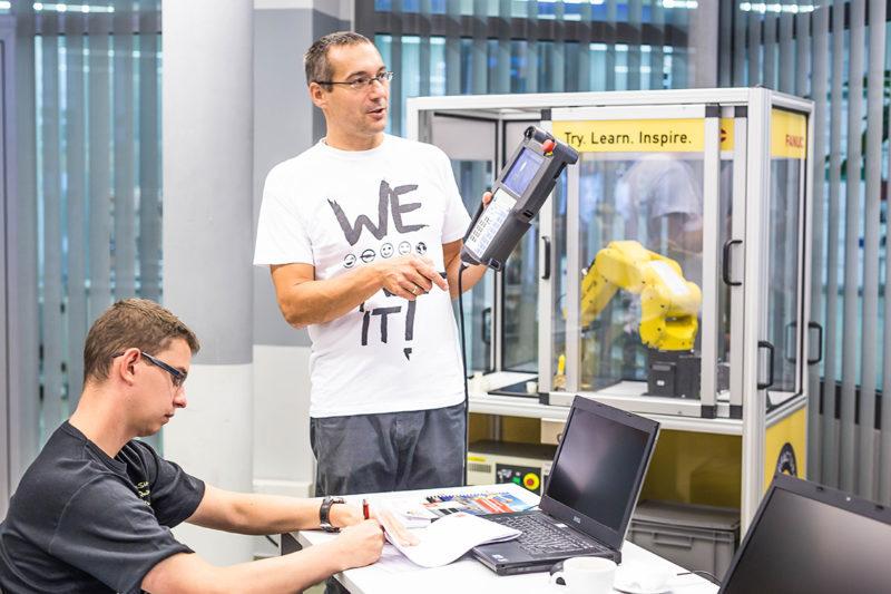 Szkolenia z robotów przemysłowych