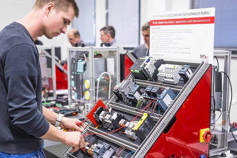 Stanowisko szkoleniowe Elektrotechnika i aparatura szaf sterowniczych