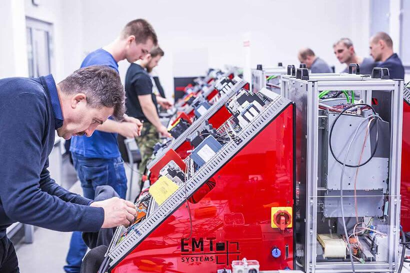 Czego dowiesz się na kursach z automatyki i mechatroniki – AM1 i AM2?