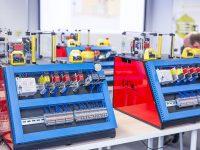 Stanowiska na szkoleniu EMT-Systems z automatyki i mechatroniki: AM1 - Elektrotechnika i aparatura szaf sterowniczych
