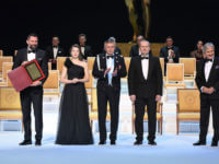 Wielka Gala Liderów Polskiego Biznesu 2020. Prezes EMT-Systems Grzegorz Wszołek odbiera nagrodę