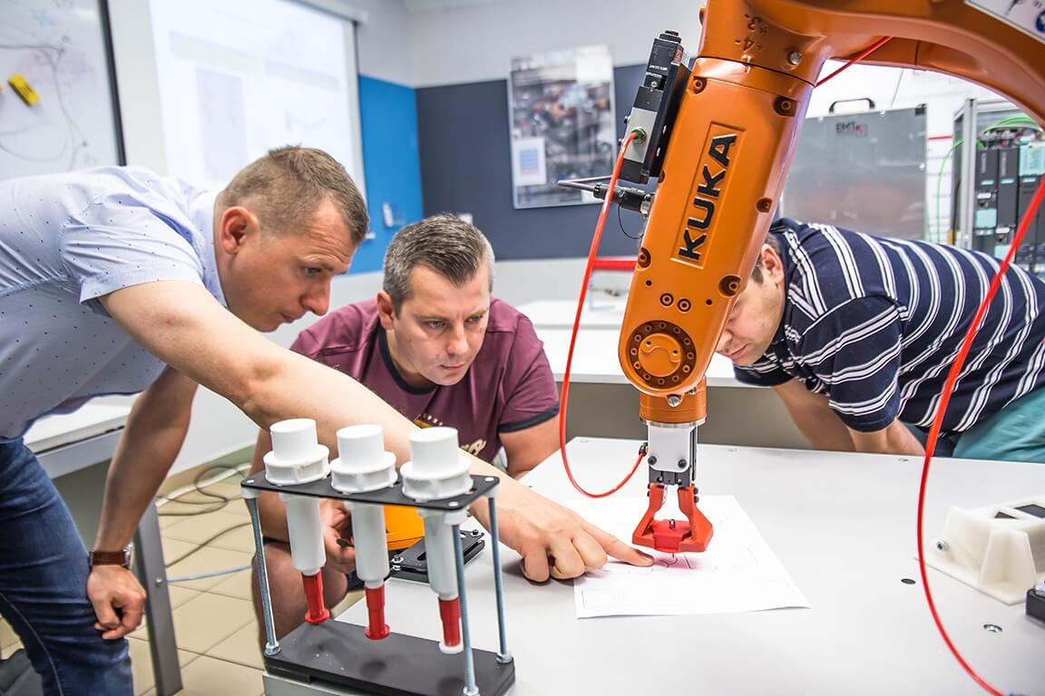 Manual Programming of Kuka Robots