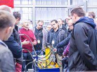 Warsztaty techniczne EMT TOUR Bezpieczeństwo maszyn i systemów przemysłowych (Systemy Safety) Edycja X jubileuszowa, zwiedzanie laboratorium hydrauliki