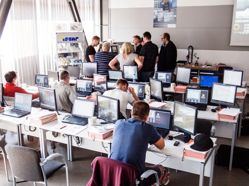 cnc machine operation and programming pdf