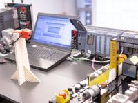 Szkolenie hybrydowe z programowania i projektowania w STEP 7 Safety Advanced w sterownikach SIMATIC Safety Integrated S7-1500