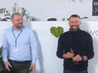Prezes EMT-Systems Grzegorz Wszołek z oskarem za całokształt twórczości