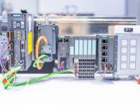 Sterownik Siemens SIMATIC S7-1500 wykorzystywany podczas szkolenia z Profinetu
